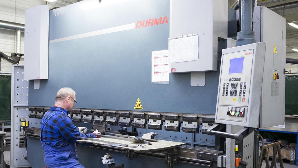 sheet metal bending on press brake with pressure of 120 t | Astromet